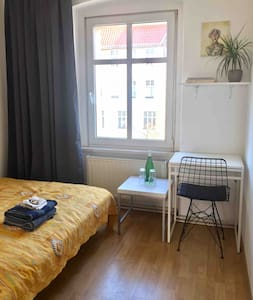 Cozy and Convenient Room in the City