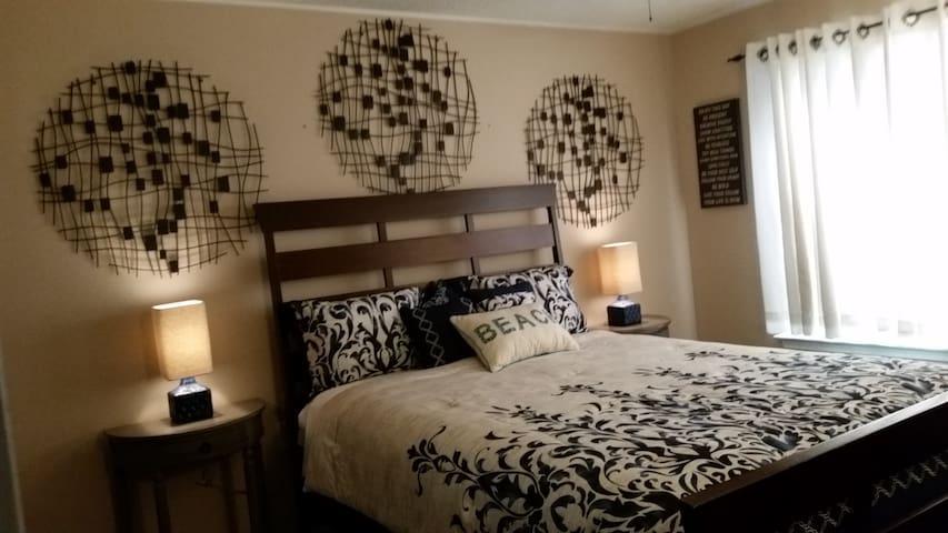 Private Bed & Bath Suite!!  WF-Hosp/UWF/Univ. Mall - Pensacola - Dům