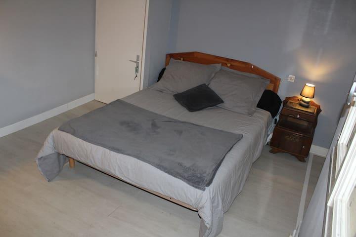 chambre à l'étage dans maison type landaise