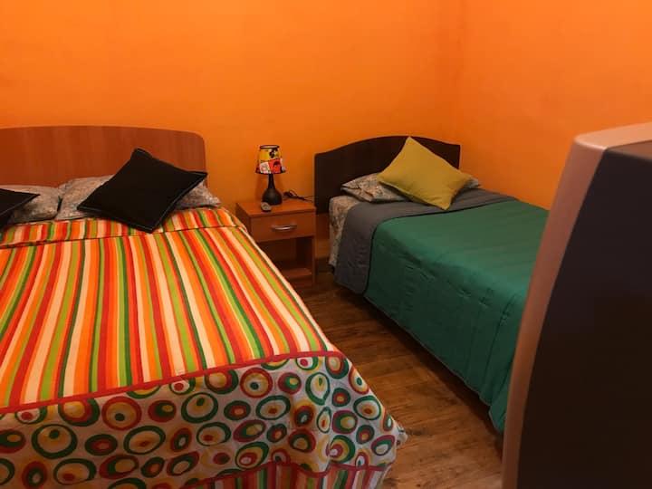 Habitación matrimonial+ individual,baño compartido