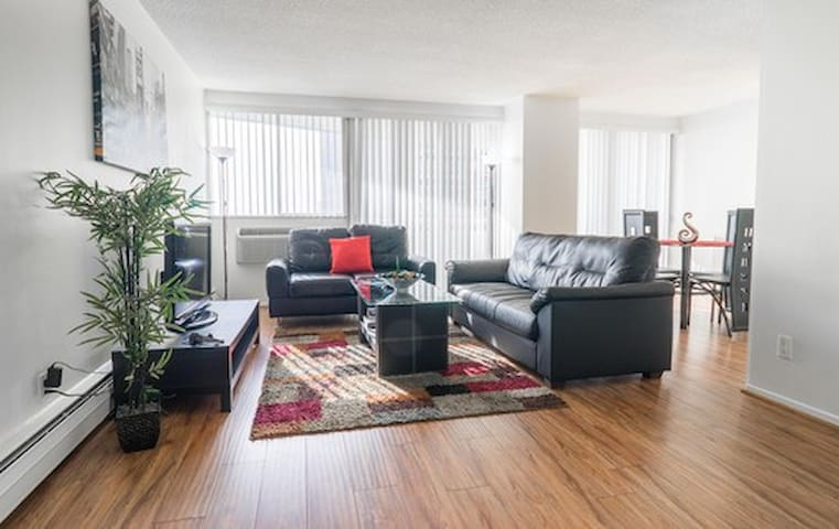 Upscale 2 Bedroom Apartment in Brentwood