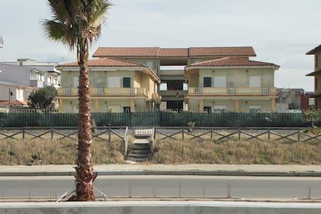 Residence a ridosso della spiaggia1 - San Ferdinando - Lakás