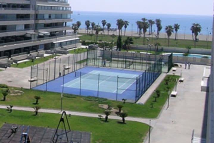 Luxury Sea view apartment - POOLS, SAUNA,GYM,WIFI