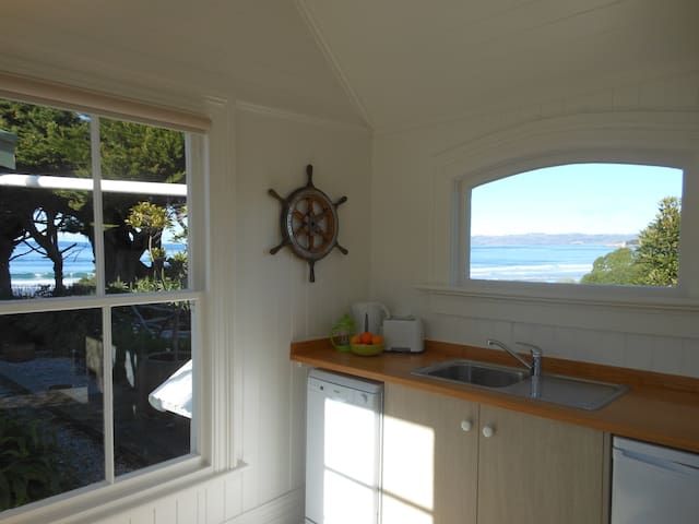 Fishermans Cottage beside the sea - Karitane - Apartment