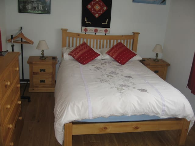 Value Double room, Free Parking/WI-FI, Quiet.