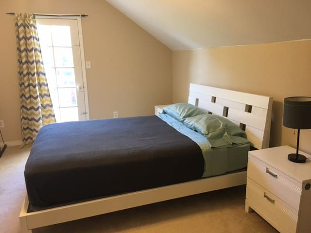 Large Room Downtown Pensacola!