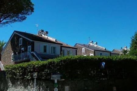 Camera matrimoniale in villa, accesso indipendente