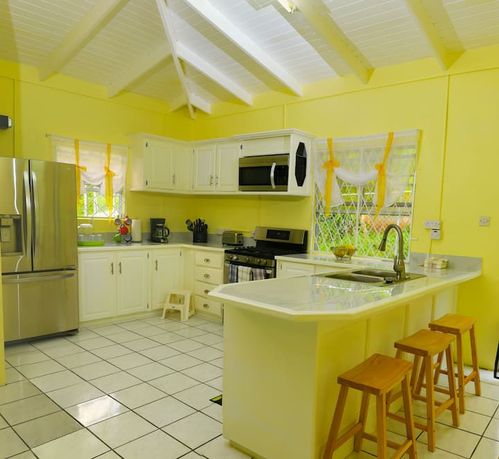 Vance Villa: Close to St. Lucia's Main Attractions