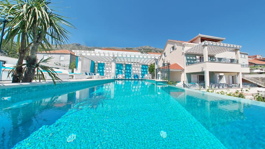 Luxury Villa Maslina - Azzuro ***** swimming pool