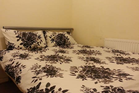 CITY CENTRE CHEAP PLACE, EXTRA GUESTS STAY FREE!!! - Birmingham - Apartment