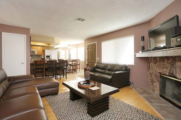 2 Bedroom/2 Bathrooms Apartment, near the strip
