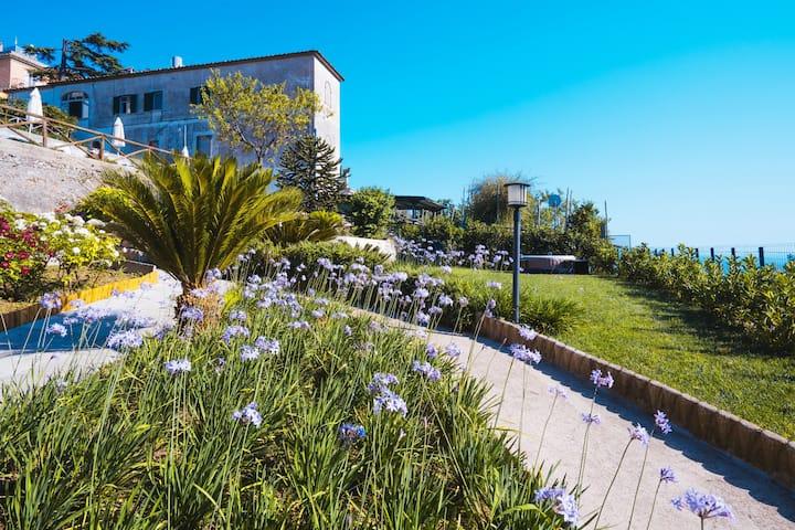 Suite, private garden & tub - Villa Eva & Cimbrone