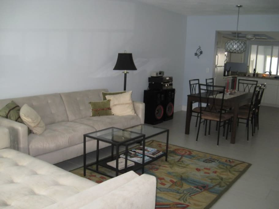 2 Bedroom 2 Blocks To Beach Cafes Apartments For Rent In Delray Beach