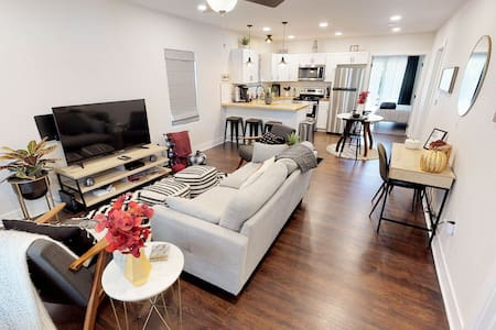 Delano Delight -- Newly Remodeled -- Sleeps 6+