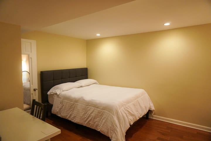 Small Clean Room - Gay Friendly