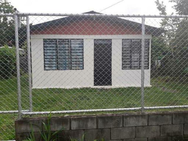 Alojamiento Guacimo, Limón