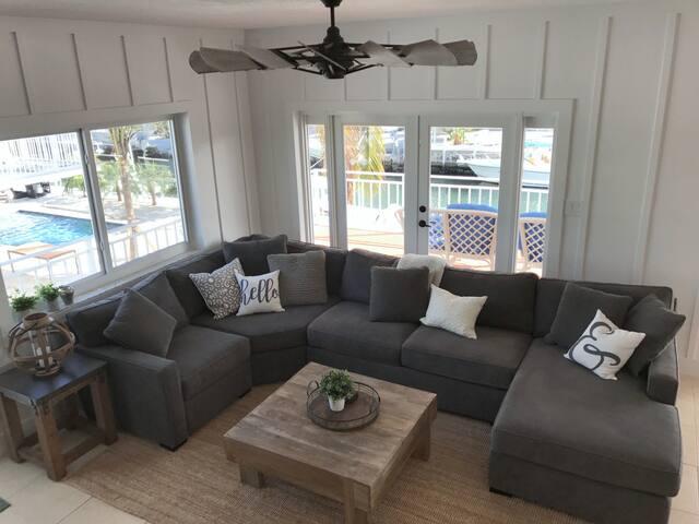 Main floor - Living room