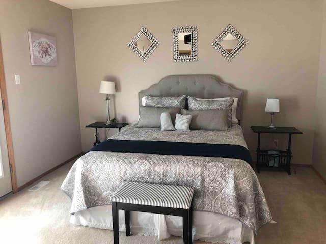 Immaculate main floor, spacious, 2 bedroom