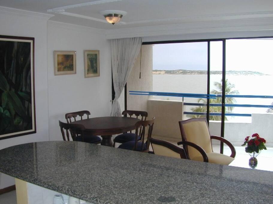 Comedor, balcon, vistas al mar