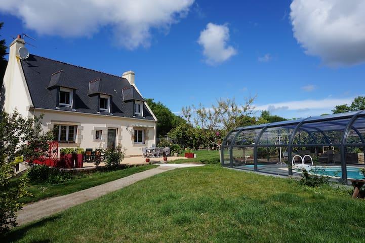 Maison proximité Mer avec piscine couverte privée