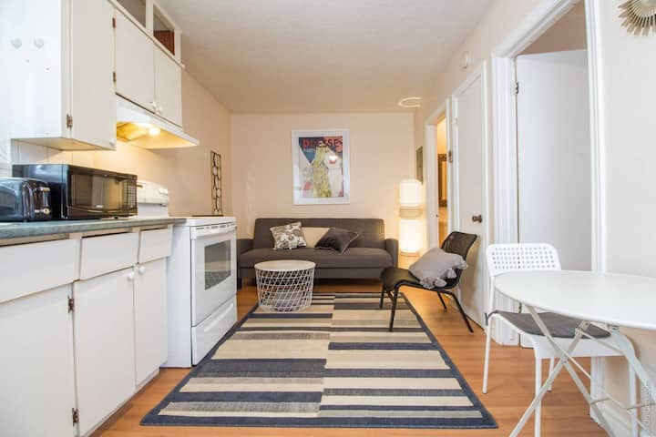 One Bedroom w/ Free Parking Near Downtown Ottawa!