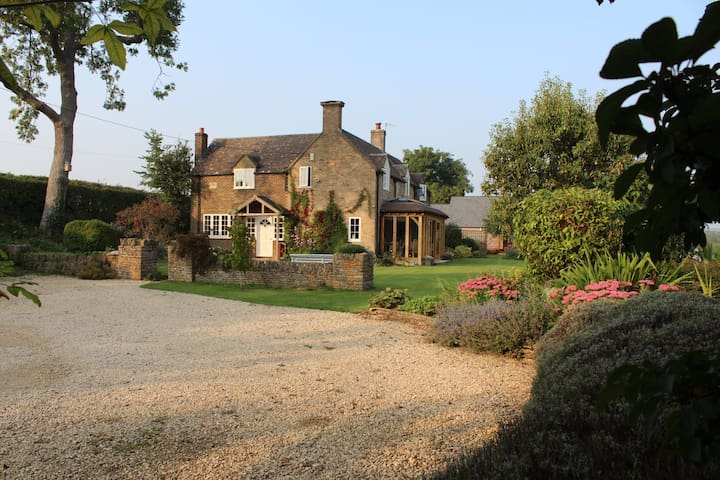 Charming cottage in peaceful location with views - Bourton-on-the-Water - ที่พักพร้อมอาหารเช้า