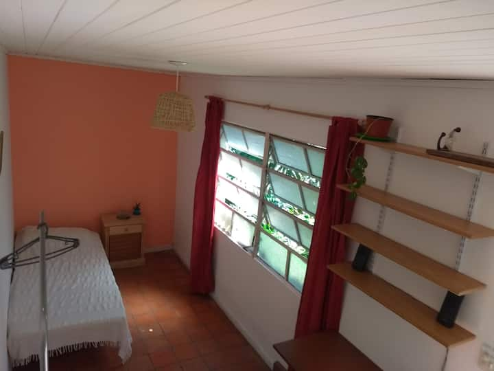 Habitacion privada en casa en Villa Urquiza.