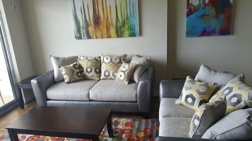 Luxury 1x1 in the Galleria Area2105