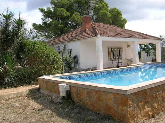 Rural retreat with private pool (pool june - Sept) - Tortosa - Huis