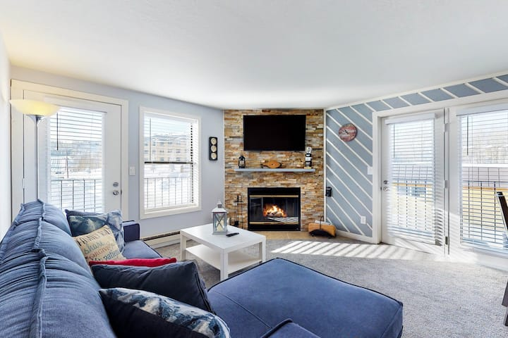 New listing! Condo close to slopes w/shared pool, sauna, hot tub, & game room