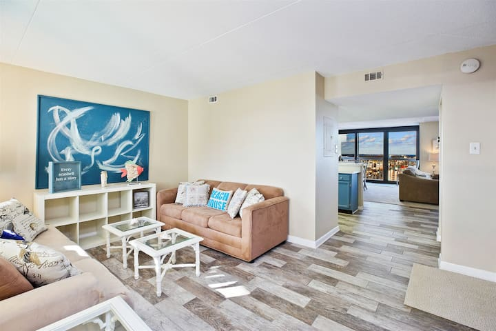 This fabulous 2 Level Oceanfront Condo sleeps 10.