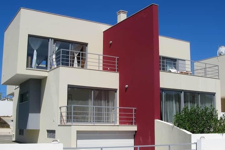 Foz do Arelho Modern villa near beach & village