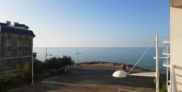 Superbe Appartement vue mer et accès plage à 50 m