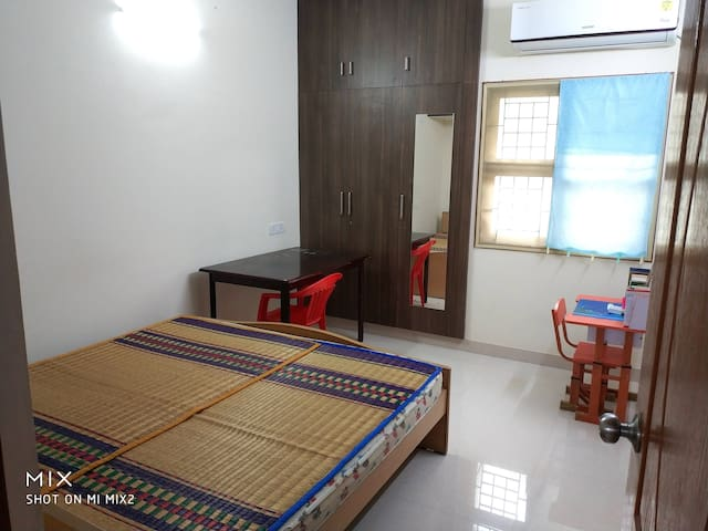Cosy Room in a New Apartment at T. Nagar