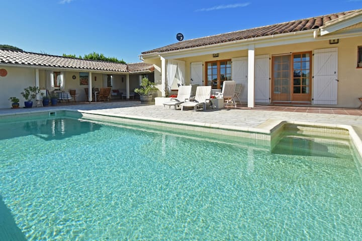 Magnificent villa with private pool, terrace, outdoor kitchen and views of the gorges