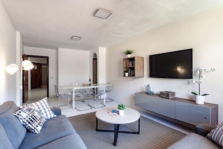 Modern spacious 3 bedroom apartment near the beach