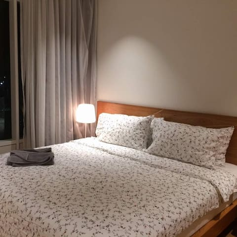 Ensuite King Room 5 minutes walk to Twin Tower (2)