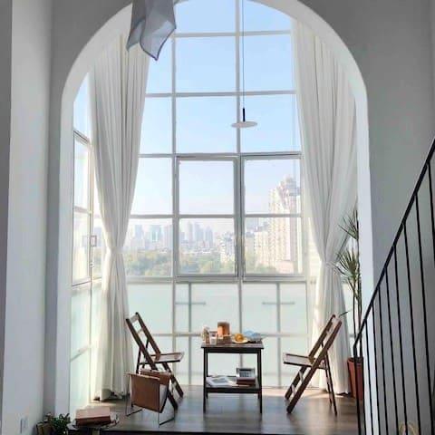 Room2桉白 设计师房源  江汉路 Loft 地铁口 武汉天地 黄浦路 解放公园 落地窗 摄影