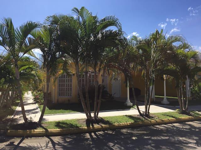 Gorgeous 4BR Villa Inside Palma Real Beach Resort - La Ceiba - Vila