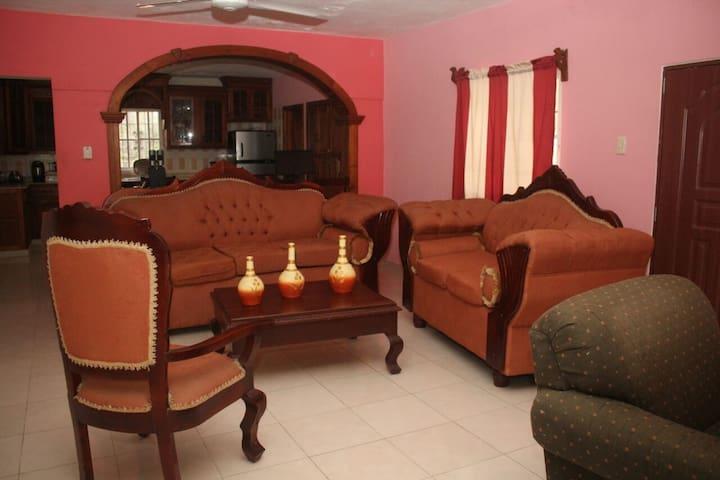 Cozy, Clean and Affordable! Acojedor y privado!