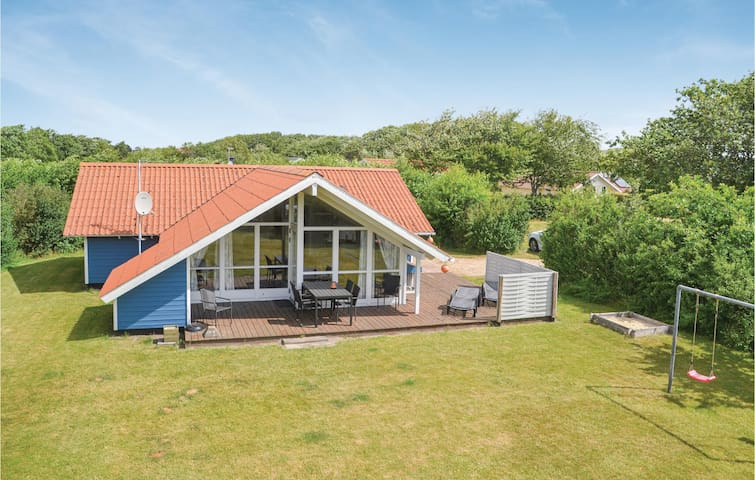 Holiday cottage with 3 bedrooms on 85m² in Hemmet