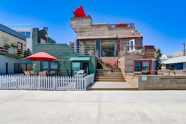 Rooftop Penthouse Studio w/Private Deck, Jacuzzi and Epic Views!