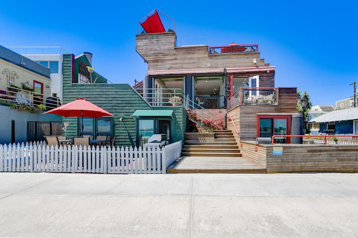 REDUCED! CLEAN/SAFE, Private/Elevated Deck/Jacuzzi/Dining, Romantic Vibes/Views!