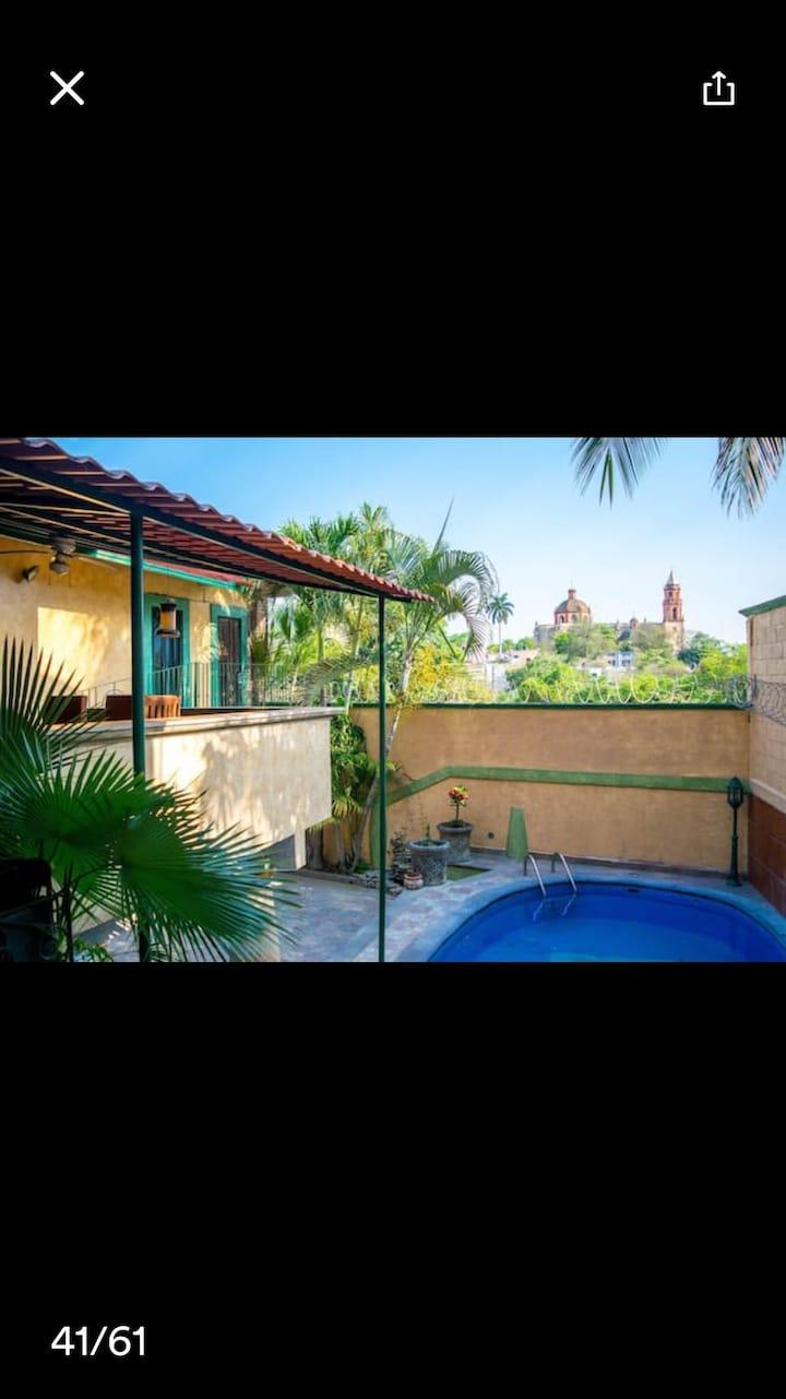 Hermosa casa con piscina.