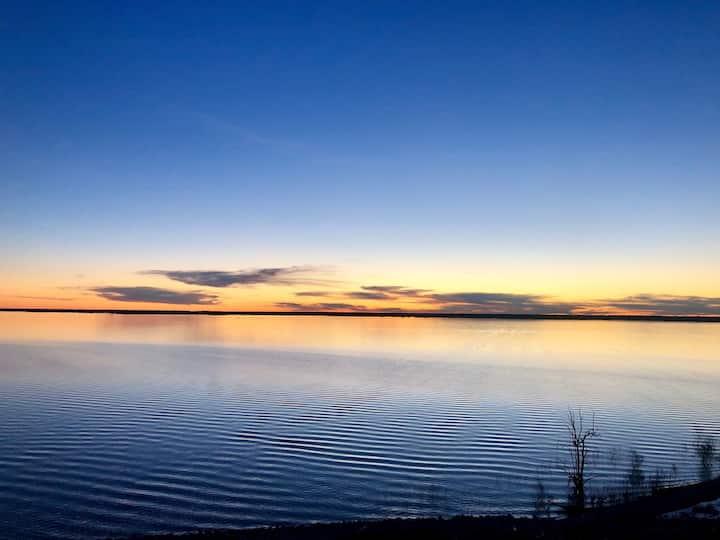 Quaint Home Near Lake
