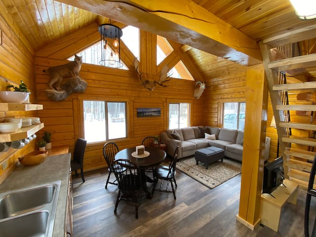 Beautiful Comfy Alaskan Log Home
