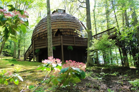 UNFORGETTABLE - Private Geodesic Dome On 40 Acres With Hot Tub & Pond!