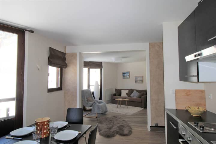 Nice 2 rooms apartment all renovated and close to the center of the resort