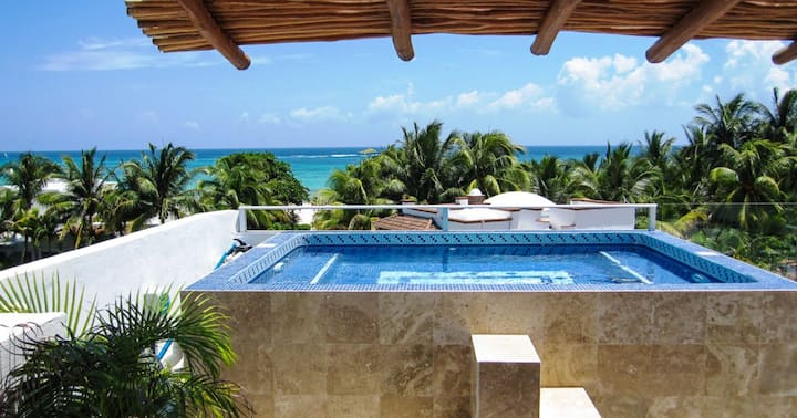 Luxary Villa in second line. Playacar.