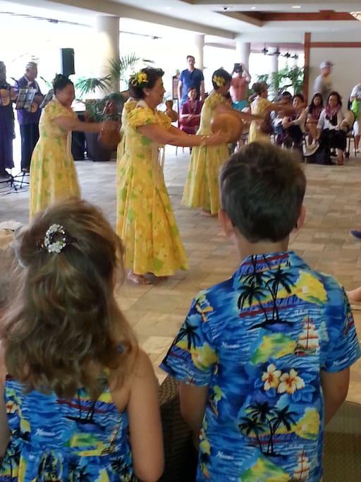 Enjoy Lovely Hawaiian Culture
